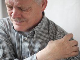 Durere severa dupa opera?ia artroplastiei genunchiului